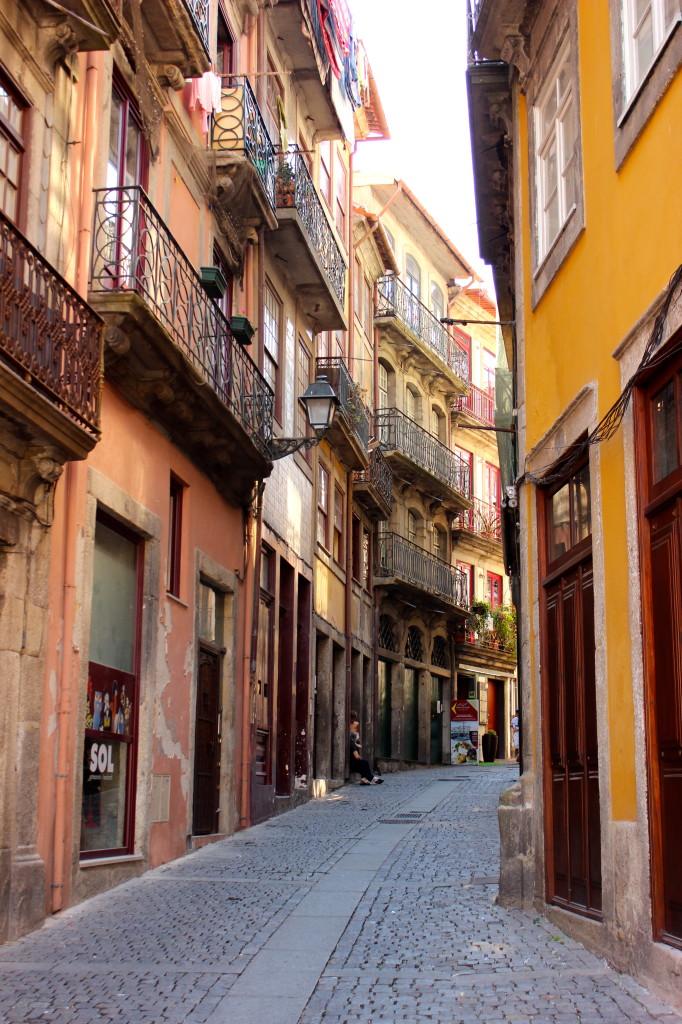Porto alleyways | Wander & Wine