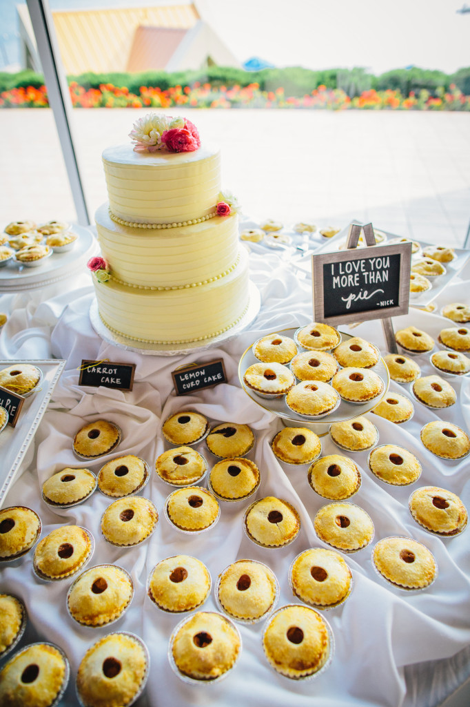 Wedding day mini pies | Wander & Wine - photos by Lisa Mallory Photo #wedding #lakeside #diy