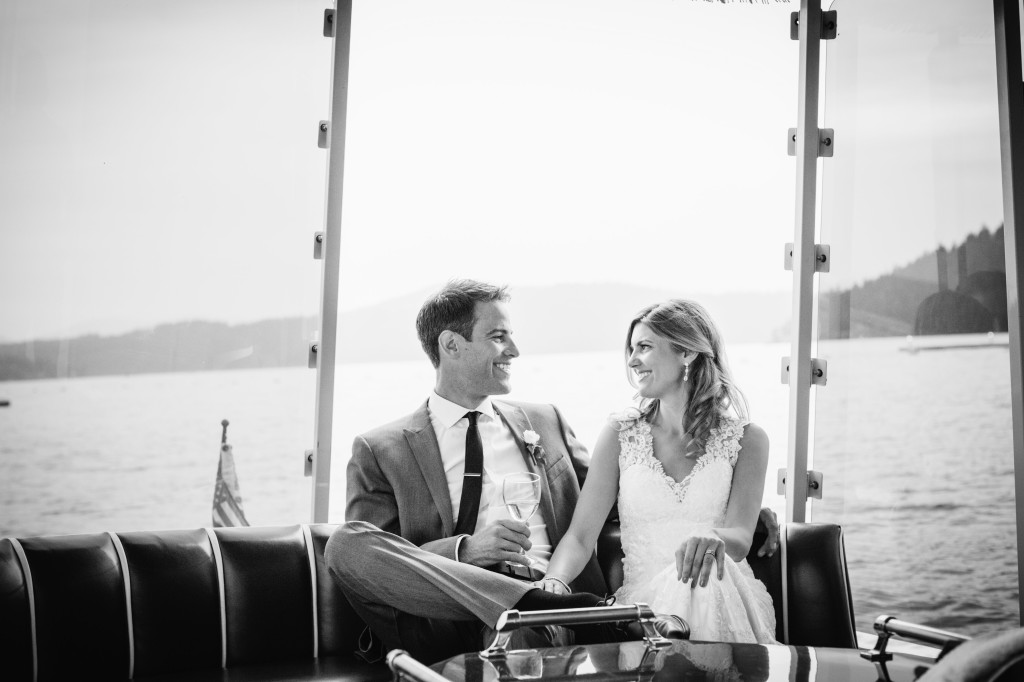Wedding day | Wander & Wine - photos by Lisa Mallory Photo #wedding #lakeside #diy