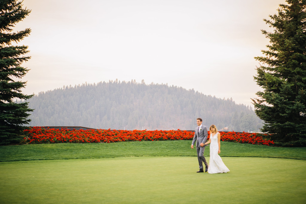 Wedding day | Wander & Wine - photos by Lisa Mallory Photo #wedding #lakeside #golfcourse #diy