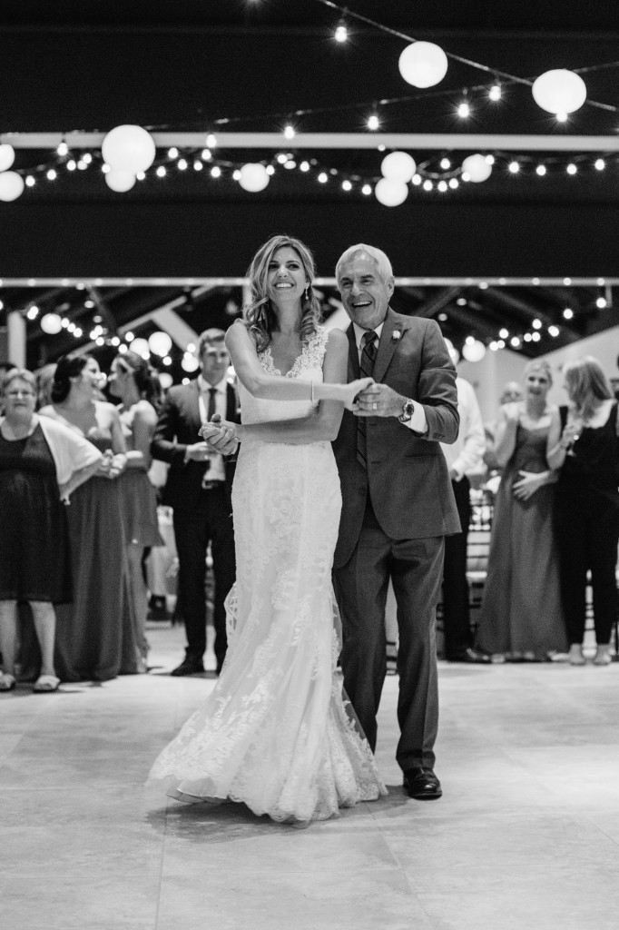 Wedding day - father/daughter dance | Wander & Wine - photos by Lisa Mallory Photo #wedding #lakeside #diy