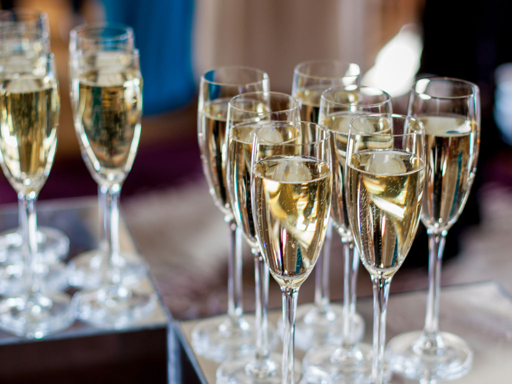 Tips For Choosing Your Wedding Wine